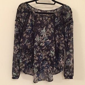 LIKE NEW 🌟ASTR SIZE S Floral & Lace L/S Blouse